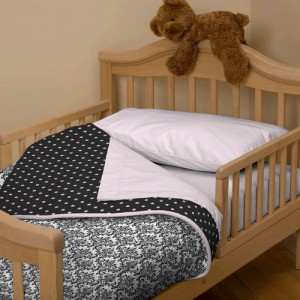 damask bedding what you need to know about the fabric. Black Bedroom Furniture Sets. Home Design Ideas